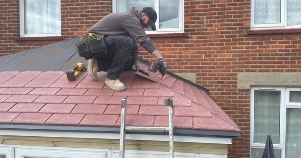 P4R installers installing a Guardian Warm Roof.